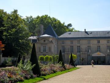 Chateau de Malmaison copyright http://www.onlineflowergarden.com